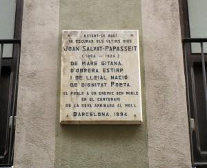 Placa dedicada a Salvador Papasseit al carrer Argenteria