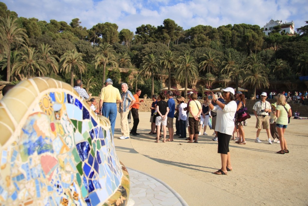 Start the day early in Park Guell