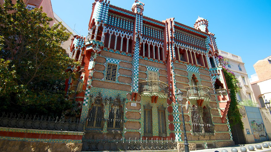 How many gaud monuments does barcelona have what to do for Casa vicens gaudi