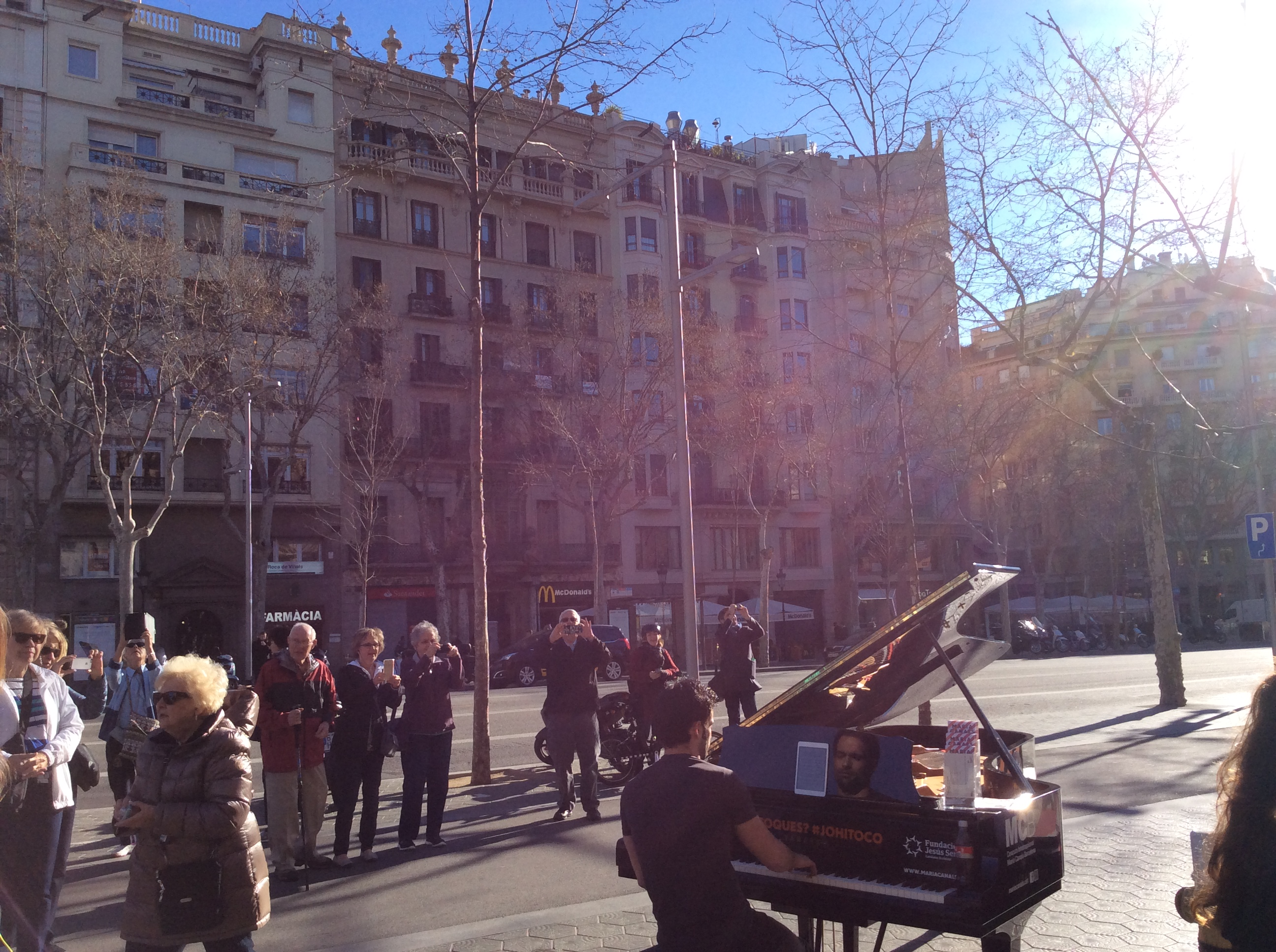 piano concert at Passeig de Gracia during the Gaudí Tour