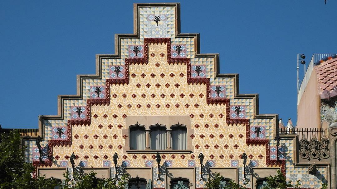 Barcelona 39 s art discovering sgraffitos in particular - La casa de las lamparas barcelona ...