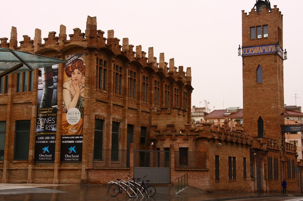 Today we go to the Casaramona Factory to visit exhibitions and concerts