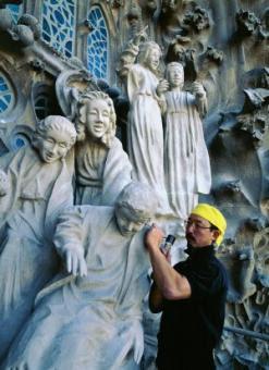 Etsuro Sotoo escultor de la Sagrada Familia