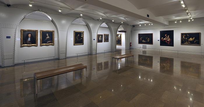 Museu Montserrat - antique paintings