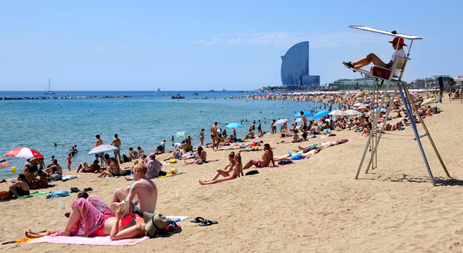 Barceloneta beach always plenty of visitors