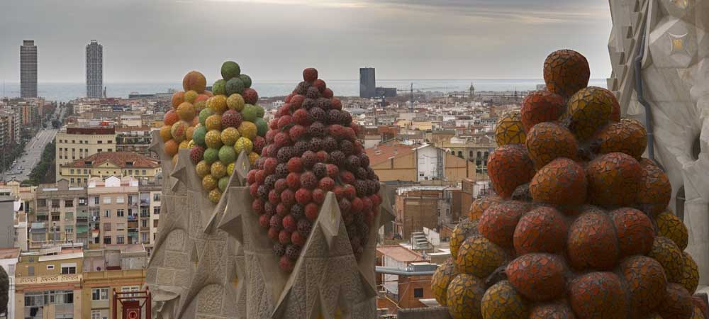 Sagrada Familia: Fruits offered to the heaven