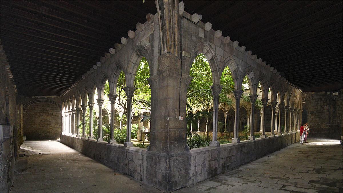 1200px-Iglesia_Santa_Anna_claustro1