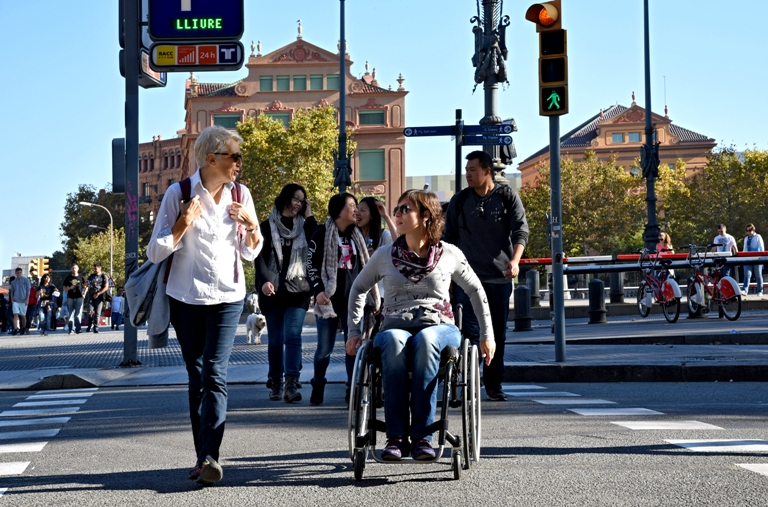 Accessible pedestrian crossing. PHOTO: Turisme de Barcelona