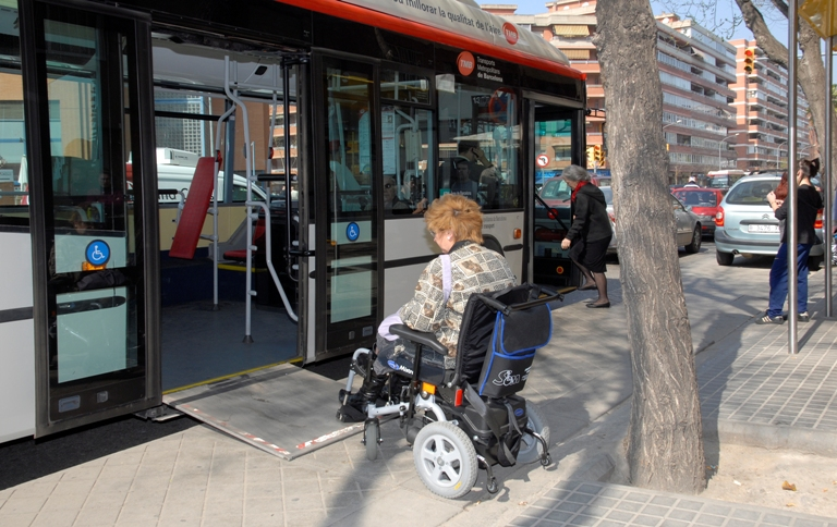 Woman in a wheelchair gets on the bus in Barcelona. PHOTO: TMB