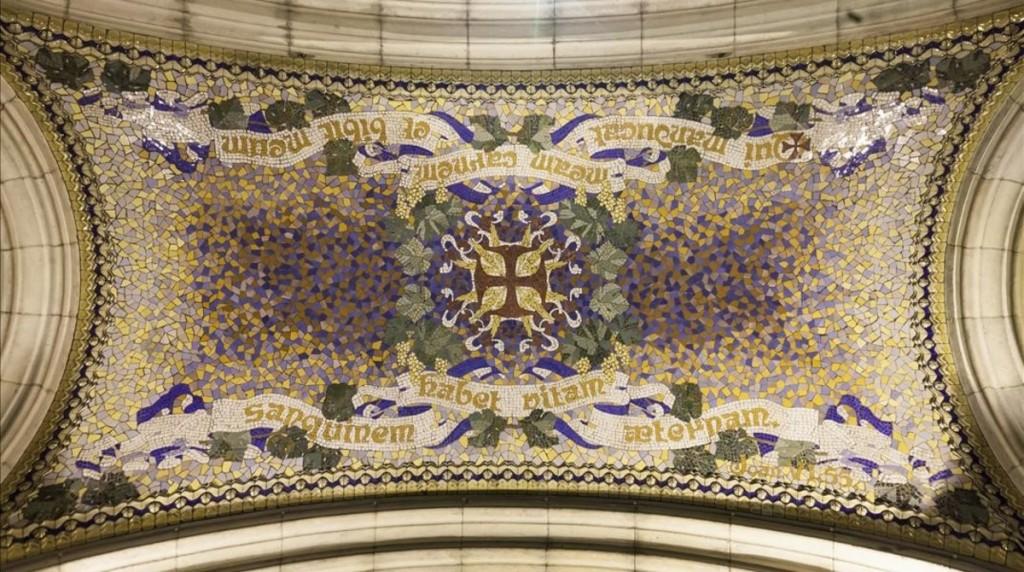 Barcelona  29 9 2016  Interior de la parroquia de Sant Joan de Gracia  en la plaza de la Virreina  Parte de la parroquia es de Gaudi