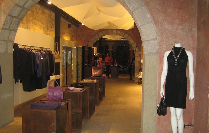 shop at el born district