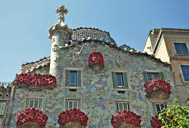 Casa Batlló the day of Saint Jordi