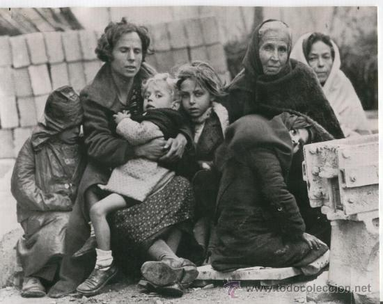 Original photo of agency. After the Spanish Civil War, Catalan refugees in Le Perthus, 1939.