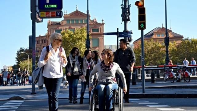 Accessible pedestrian crossing. PHOTO: Turisme de Barcelona
